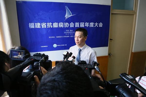 会长康德智教授接受媒体采访JJ8A3601 (1)_副本.jpg
